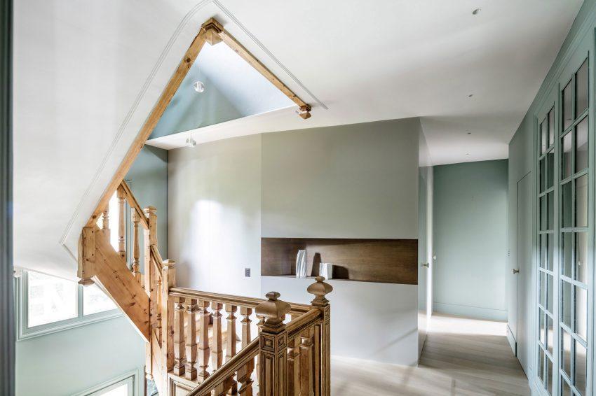 Entornos contemporáneos, con detalles arquitectónicos clásicos.
