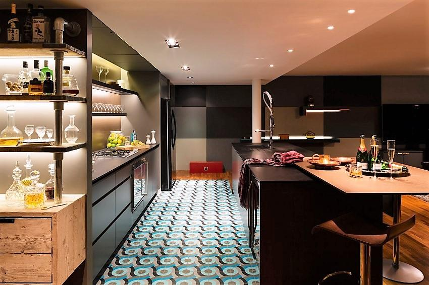 Imagen de la moderna y ecléctica cocina.