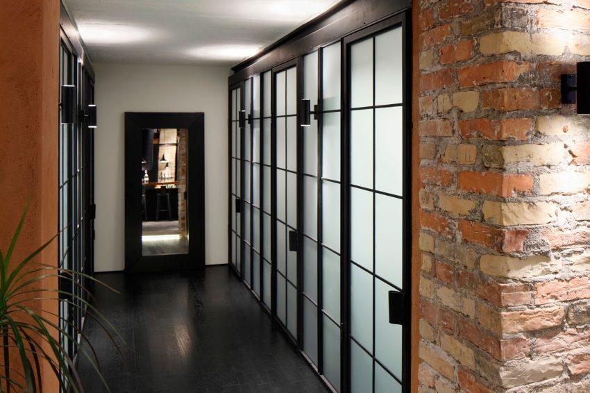 Imagen del original distribuidor, con acristalados que recuerdan a los paneles separadores japoneses.