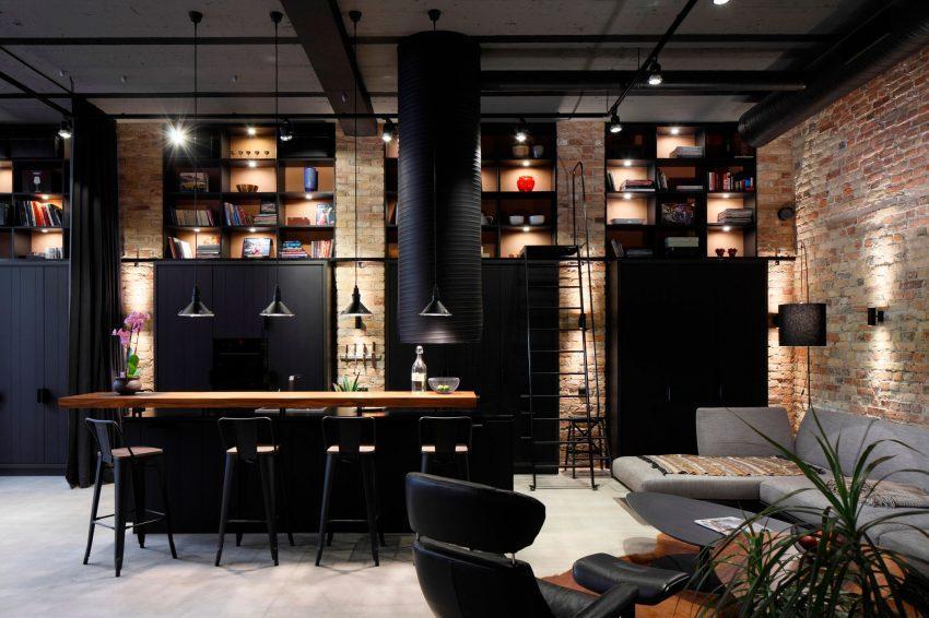 Un ambiente industrial y elegante a partes iguales.