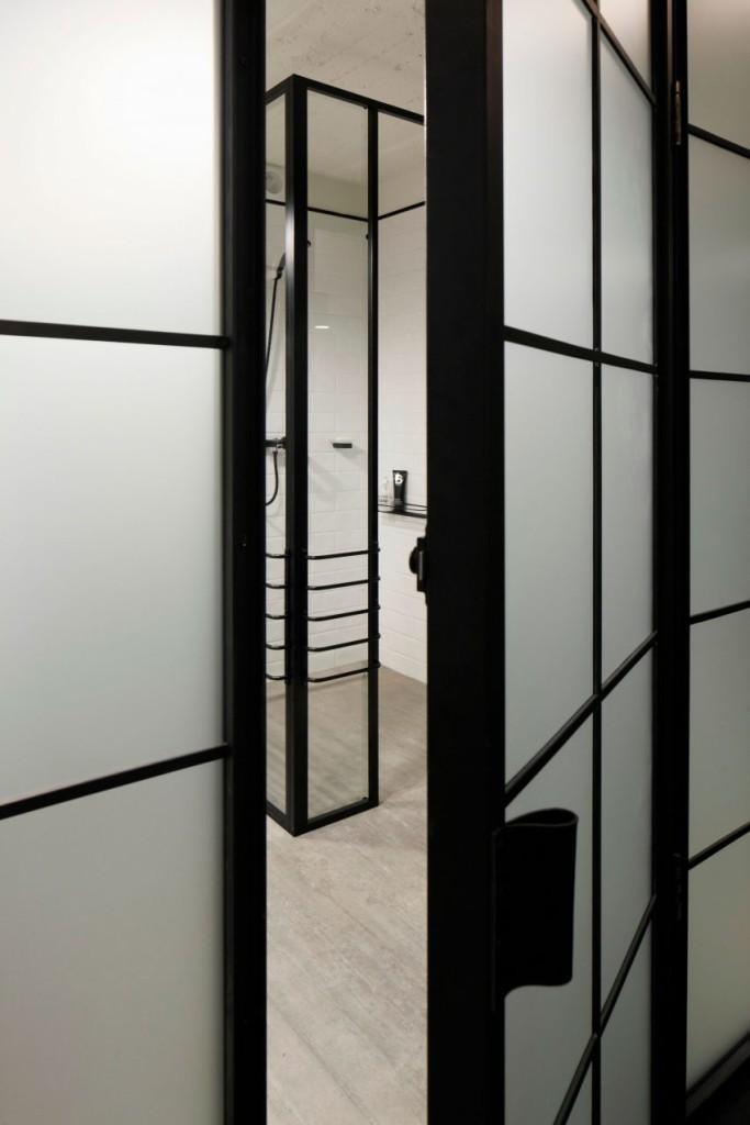 Puerta de entrada al cuarto de baño.