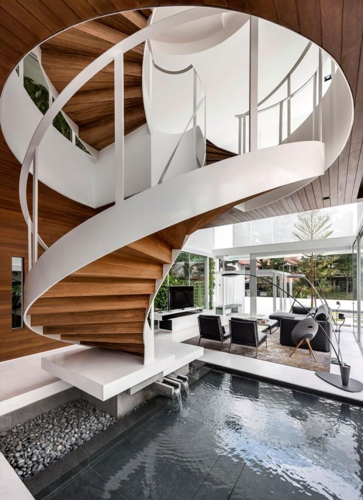 Un impresionante diseño de escalera de caracol.