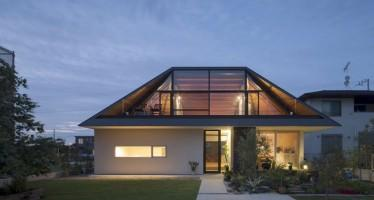 House-with-a-Large-Hipped-Roof-14-850x566