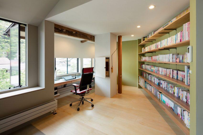 Todos los rincones de esta casa, incluso los de difícil diseño, tienen un espacio decorativo apropiado.