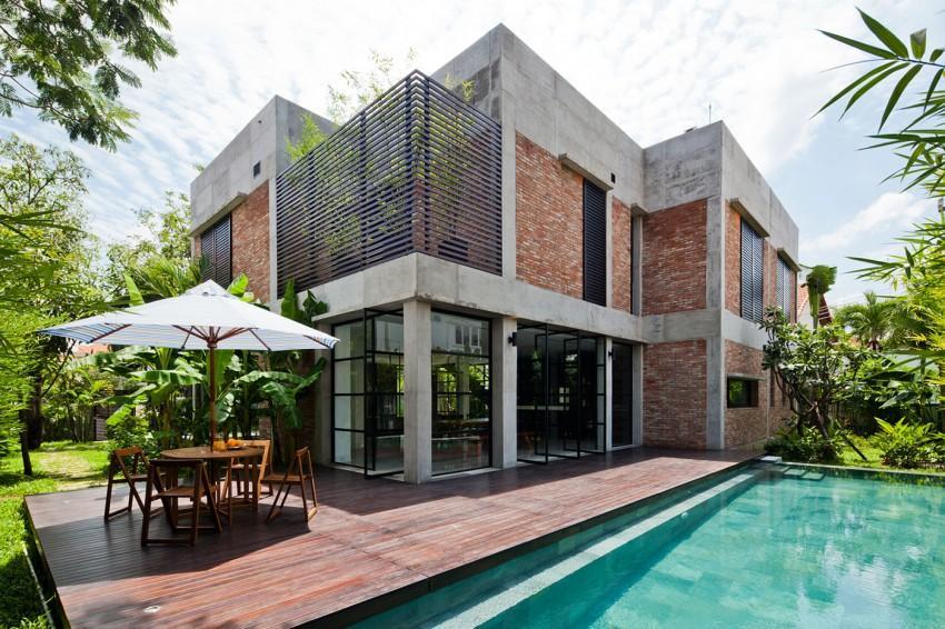 Imagen de la espléndida vivienda con un frondoso jardín tropical.