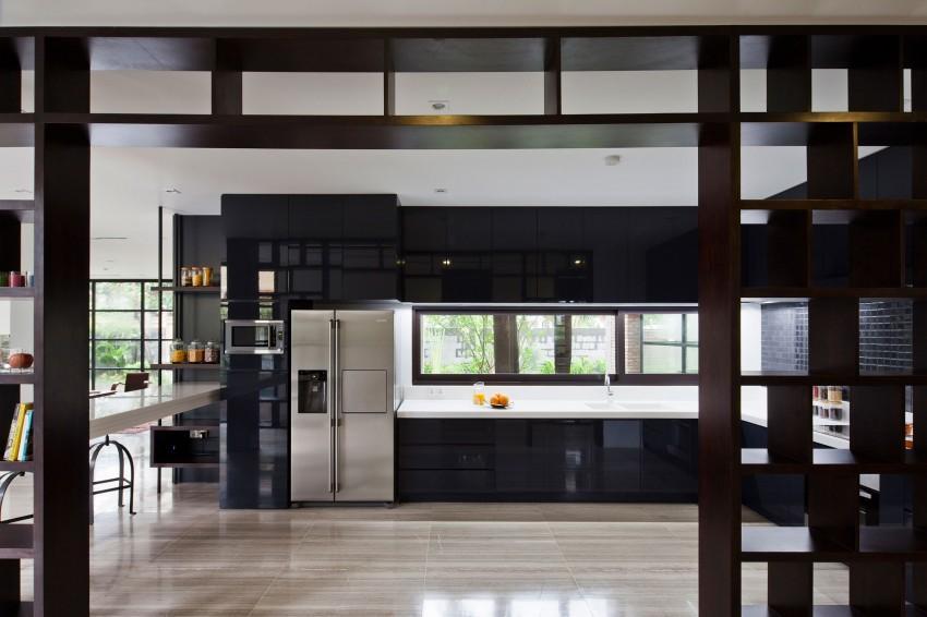 Imagen de la amplia y moderna cocina.