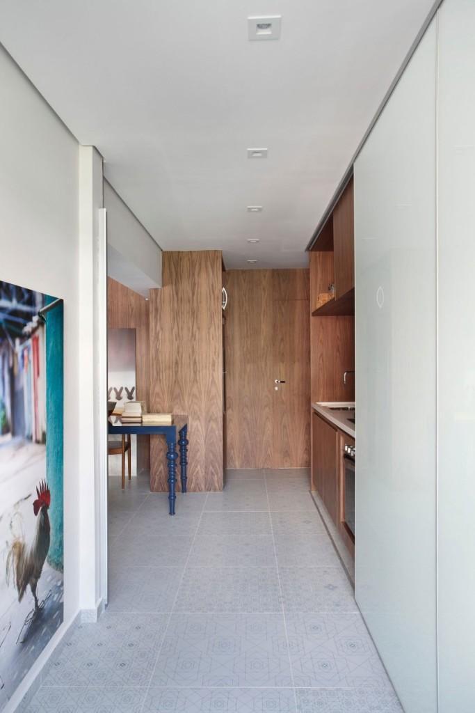 Espacio interior de la pequeña cocina.