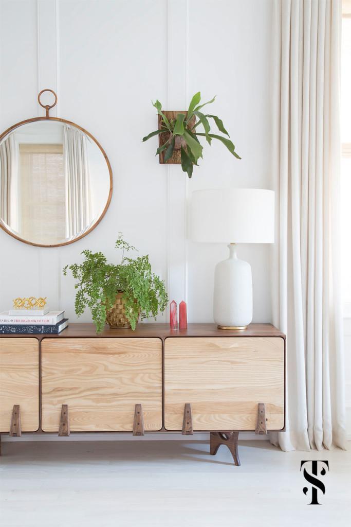 Un mobiliario, con un aire nórdico decora la zona de estar.