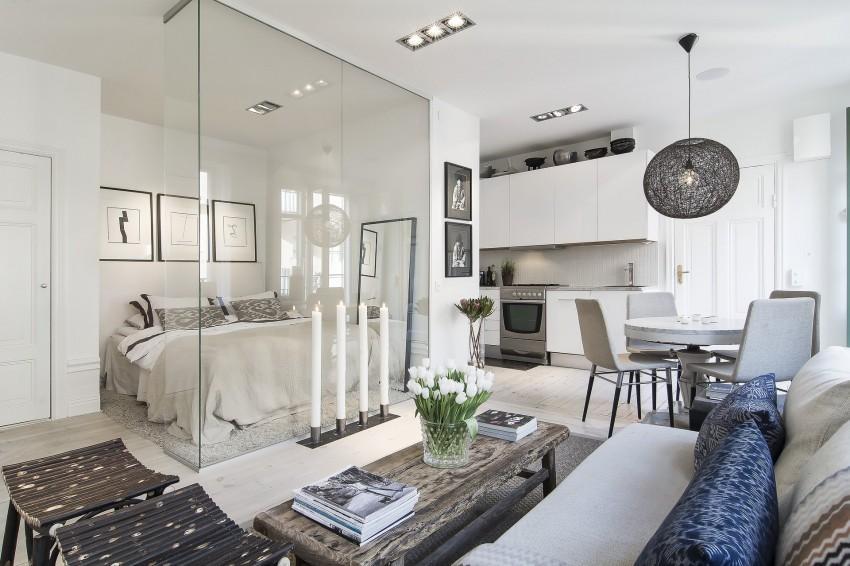 El uso del cristal, hace que la luz natural, entre a raudales en el dormitorio.