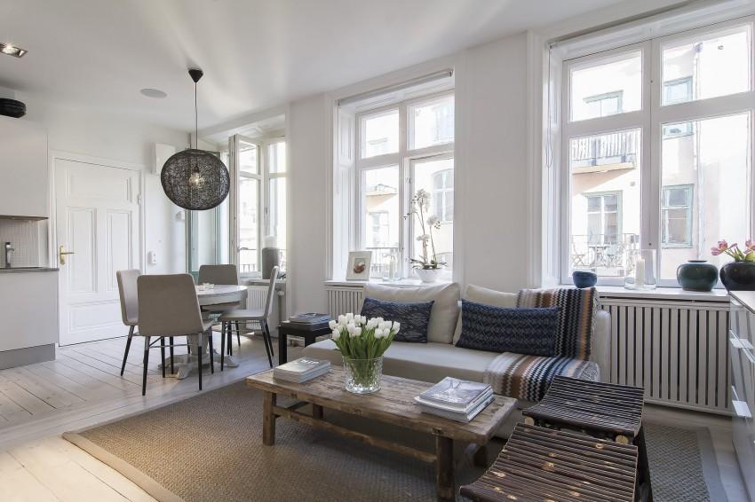 En la zona de estar, mobiliario de estilo rústico.