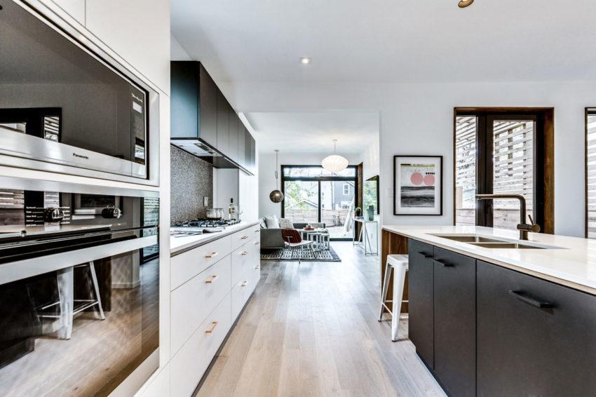 Imagen de la zona de estar al fondo de la cocina.