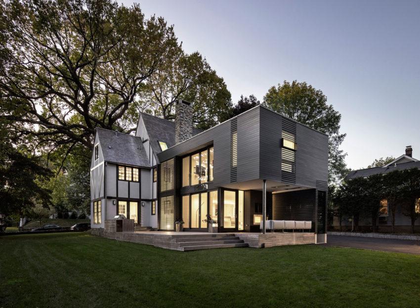 Vista Trasera De La Casa Terraza Con Suelo De Madera Y